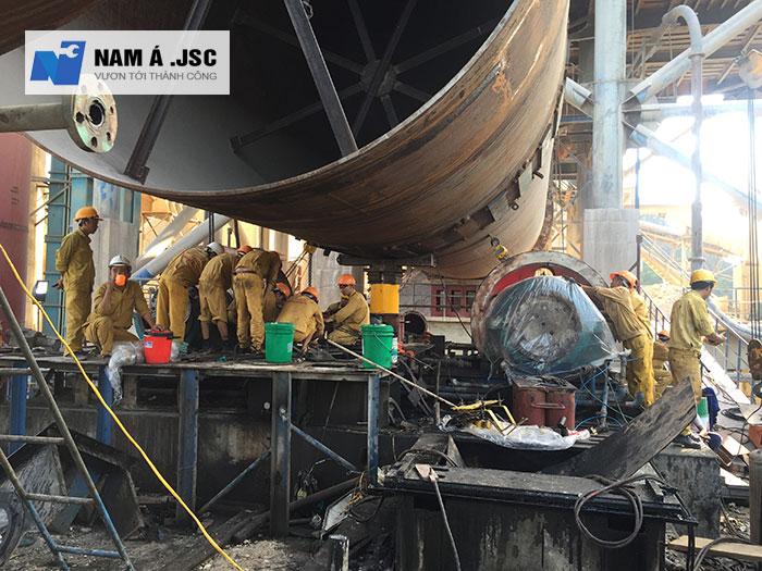 Lắp đặt con lăn lò quay tại nhà máy Xi măng